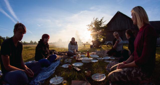 Suvi tudengiorganisatsioonides ehk tiimikoosolek maasikapõllul